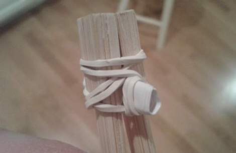 04 kid chopstciks rubber banded detail
