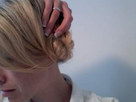 06 side chignon twisty bobby pin holding