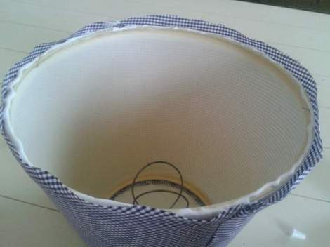 lampshade makeover 9 bead of glue around bottom