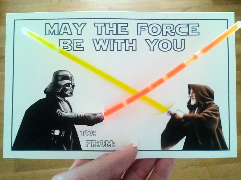 09 Star Wars Valentine With Glow Sticks