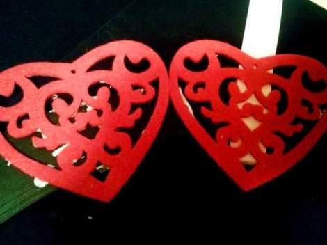 Valentine's felt heart wreath layout and glue