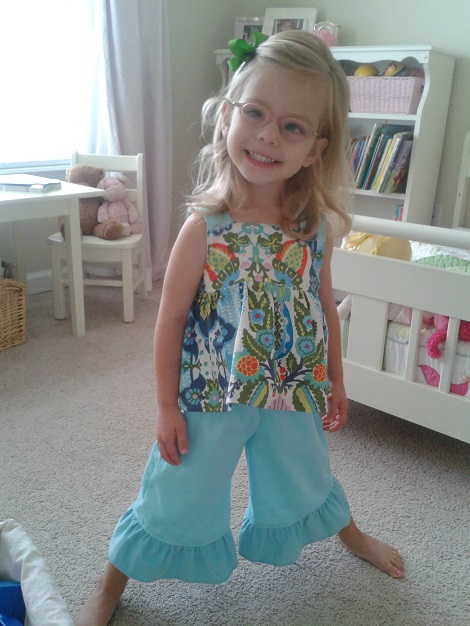 08 Sis sew new outfits aqua smiley girl