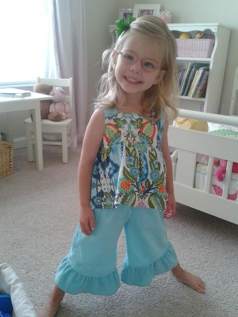 08 Sis sew new outfits aqua smiley girl