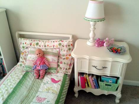 11 little girl bedroom bed and side table