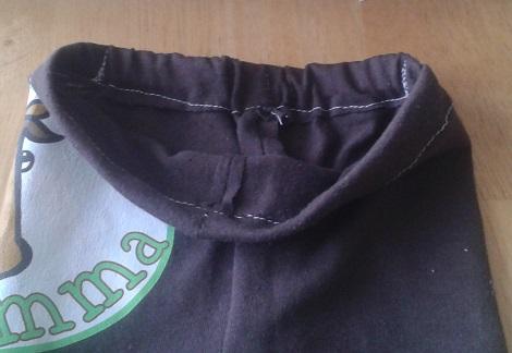 t-shirt to ruffle pants 08