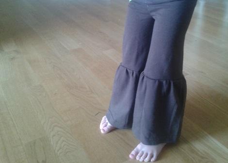 t-shirt to ruffle pants 10