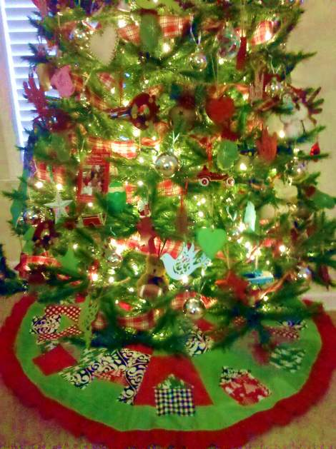 10 tree skirt in place'