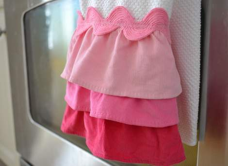 Valentine's Day ombre pink ruffle towel 01