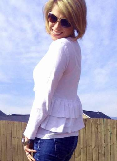 white t-shirt ruffle refashion 22'
