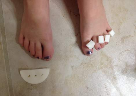 painting little toenails 03