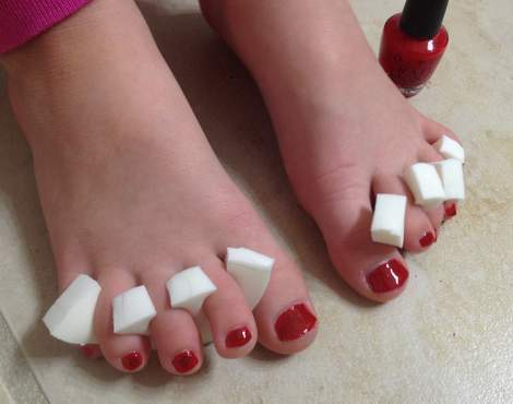 painting little toenails 05