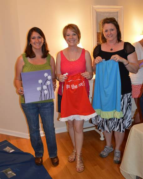 12 neighborhood moms craft night