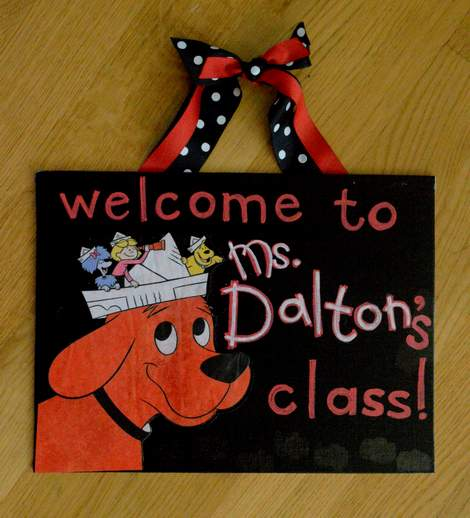 07 just the simplest way to make a teacher name board before red touch up
