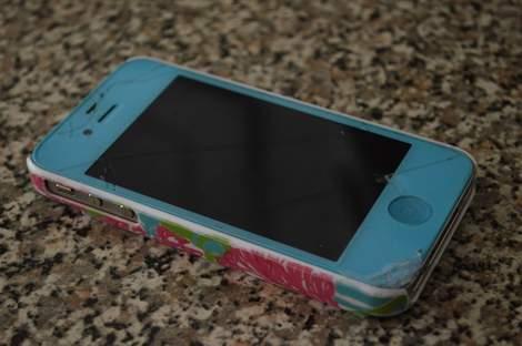 iPhone 4s cracked screen fix like a boss 01