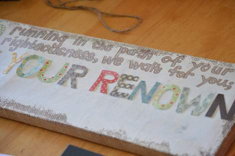 burlap canvas makeover 06